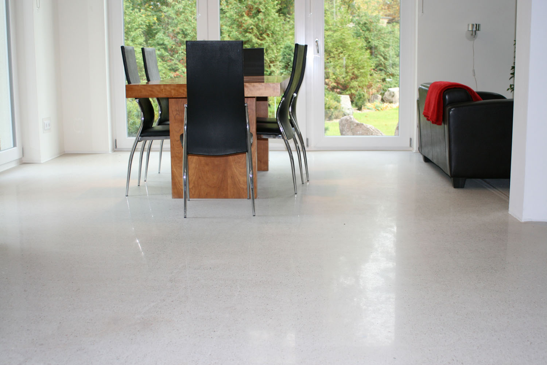 designestrich geschliffen und poliert in moderner villa bosus. Black Bedroom Furniture Sets. Home Design Ideas