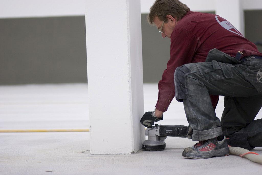 Untergrundvorbereitung alten kleber und ausgleichsmasse - Kleber von fliesen entfernen ...